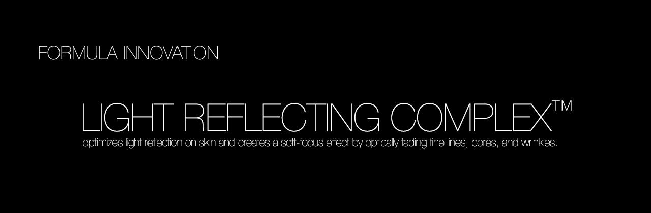 Poudre compacte fixante réfléchissant la lumière